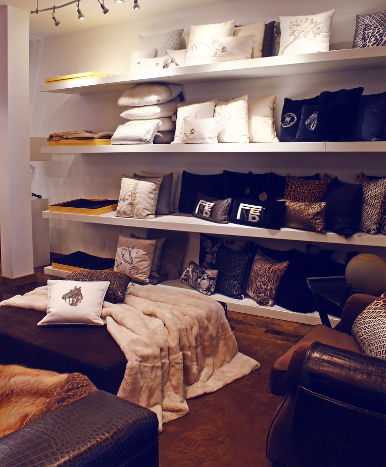 fendi pillows shelf200